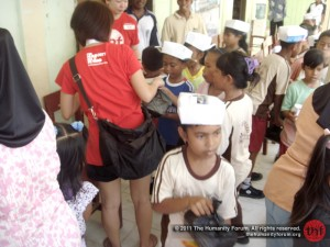 Distributing lunch boxes