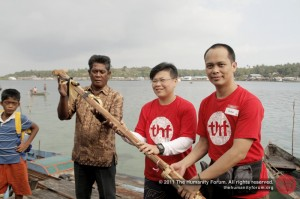 The official handover of the boats to the head of Suku Laut community.